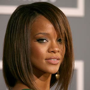 Shoulder-length-bob-Rihanna