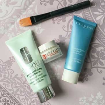 clinique-clarins-erborian